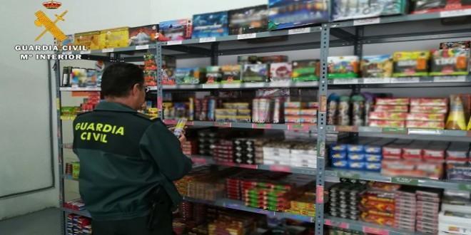 La Guardia Civil incrementa las inspecciones a los puntos de venta de artículos pirotécnicos en Córdoba