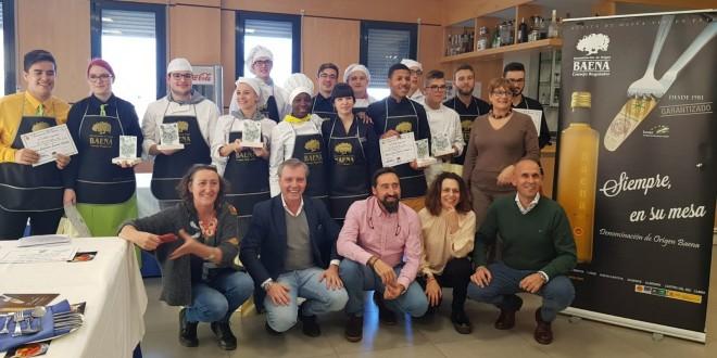 Foto de familia con los participantes en el I Concurso 'DOP Baena de Tortilla Española' celebrado en Castilla y León.