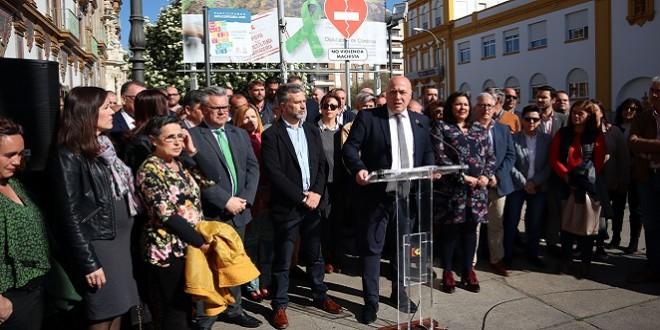 Acto de apoyo al sector agrícola cordobés celebrado ayer a las puertas de la Diputación.