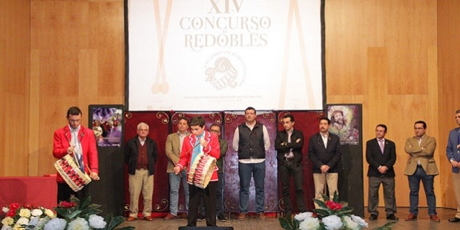 Redoblantes, miembros del jurado y autoridades en una de las últimas ediciones del Concurso Local de Redobles. Foto: AC 6ª Cuadrilla de Judíos Colinegros.