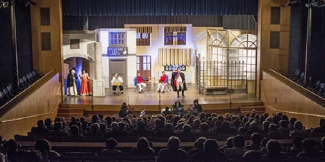 Una de las escenas de la zarzuela 'La canción del olvido' en el Teatro Liceo.