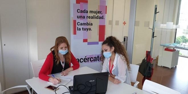 Personal de Cruz Roja en atención a víctimas de violencia de género. Foto: Cruz Roja Córdoba.