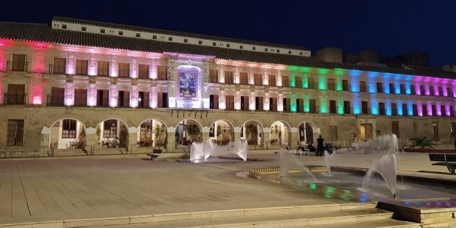 'La Casa del Monte' luce los colores arco iris en apoyo al Día Internacional del Orgullo LGTB. Foto: TV Baena