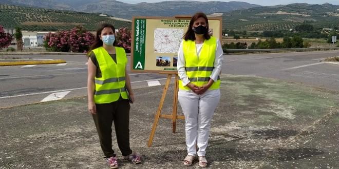 Cristina Casanueva y Cristina Piernagorda, ayer en la A-3128. Foto: TV Baena.