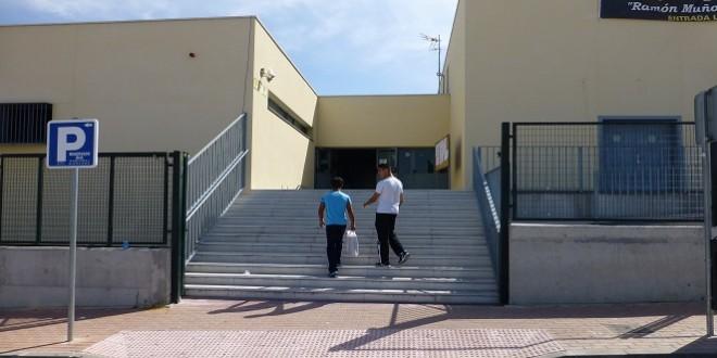 Imagen de archivo de uno de los accesos al IES 'Luis Carrillo de Sotomayor'. Foto: TV Baena.