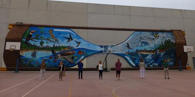 Mural realizado por el grafitero Sake INK en el patio del IES Luis Carrillo de Sotomayor. Foto: TV Baena.