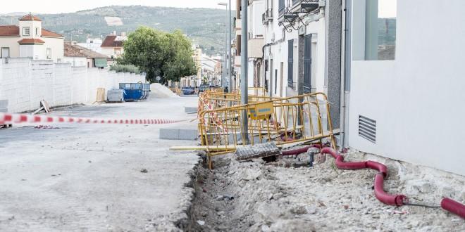 Obras del PFEA 2020 en la calle Arquitecto Mateo Gayá. Foto: Ayuntamiento de Baena.