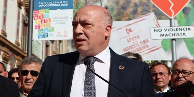 Imagen de archivo del presidente de la Diputación de Córdoba en un acto de apoyo al sector agroganadero de la provincia. Foto: Diputación de Córdoba.