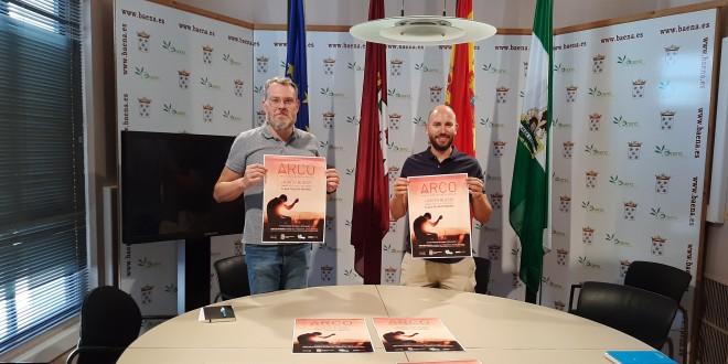 Javier Vacas y Eduardo Flores, ayer en la presentación del concierto de Arco en la Plaza Palacio. Foto: TV Baena