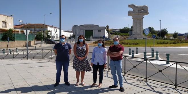 Cristina Casanueva, durante su visita ayer a Baena, junto a la alcaldesa, Cristina Piernagorda, y los concejales Juan José Castro y José Gómez. Foto: TV Baena.