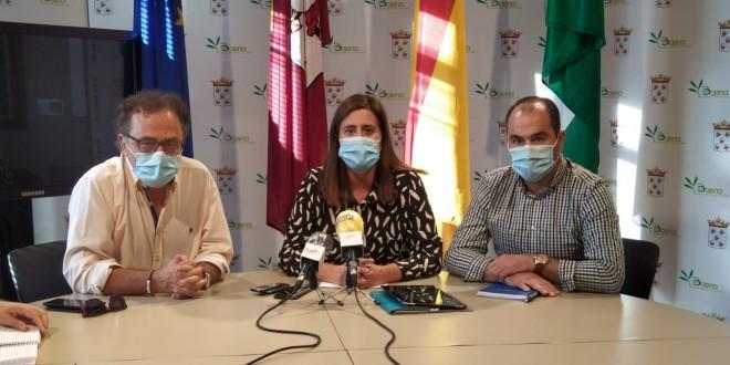 Ramón Martín, Cristina Piernagorda y José Gómez, en la rueda de prensa que ofrecieron ayer en el Ayuntamiento. Foto: TV Baena.