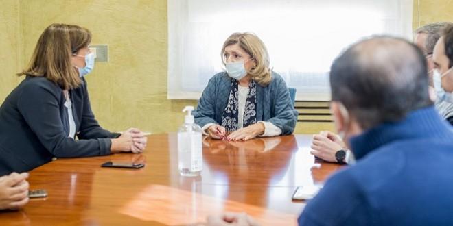 Mª Jesús Botella, durante la reunión mantenida ayer en el Ayuntamiento con el Equipo de Gobierno. Foto: Ayuntamiento de Baena.
