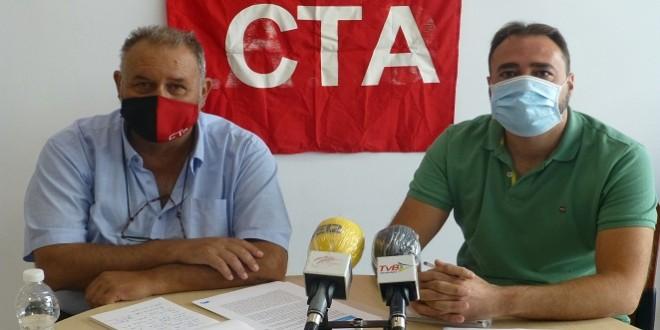 Francisco Moro y David Bazuelo, esta mañana en la sede de IU-Baena. Foto: TV Baena.