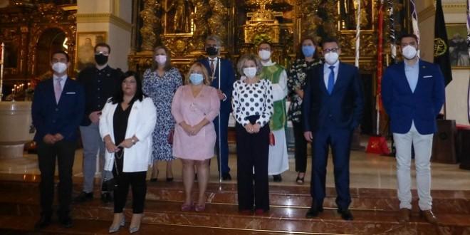 Nueva Junta de Gobierno de la Agrupación de Cofradías de Semana Santa, junto a diversas autoridades. Foto: TV Baena.