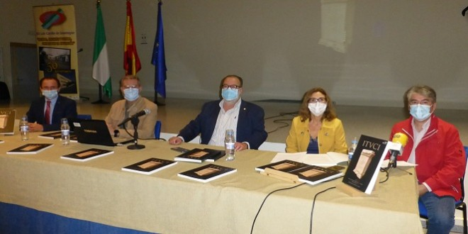 Presentación de la novena edición de la Revista Ituci, esta mañana en el IES 'Luis Carrillo de Sotomayor'. Foto: TV Baena.