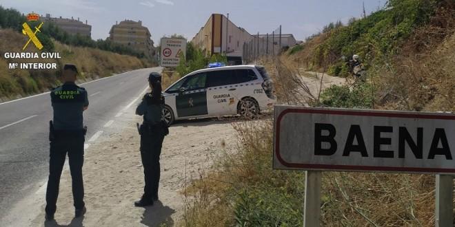 Imagen de archivo de una patrulla mixta de la Guardia Civil en labores de vigilancia en uno de los accesos a Baena. Foto: Guardia Civil.